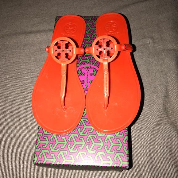 d8975e749ecd Tory Burch Poppy Red Jelly Flat Thong Sandals. M 5ad3e32d9a9455cd10a750bd